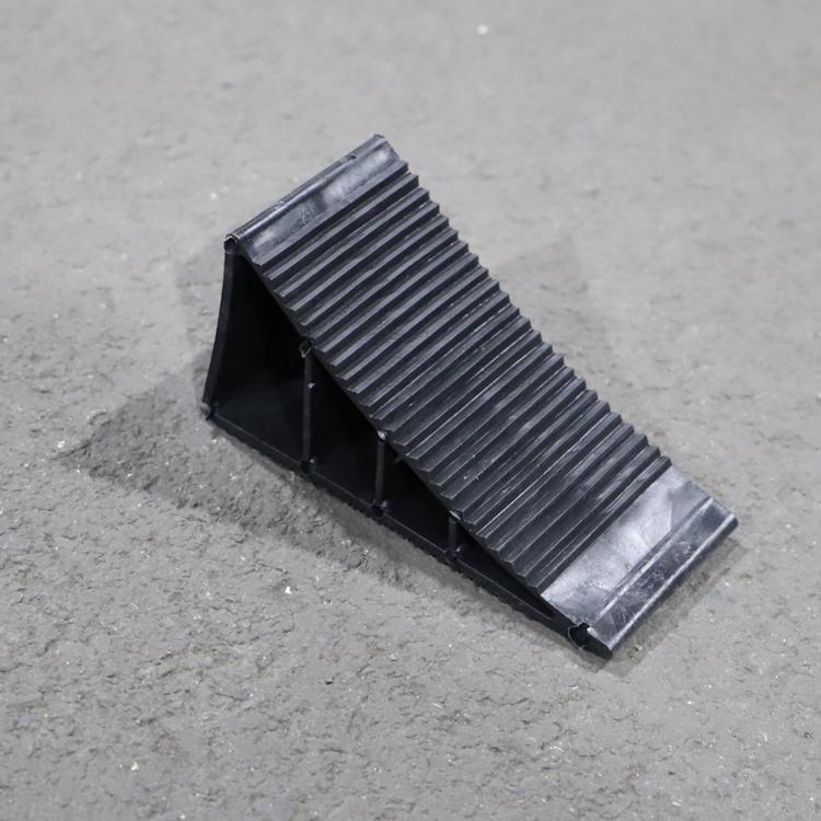 Противооткатный башмак для авто прицепов